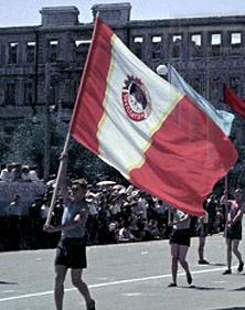 флаг на параде в сталинграде 1943